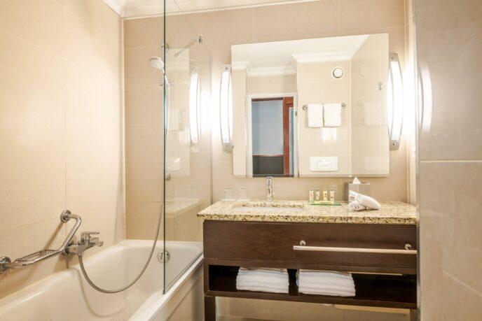 Renaissance hotel-bathroom