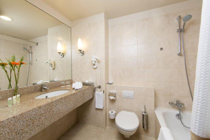 courtyard hotel bathroom