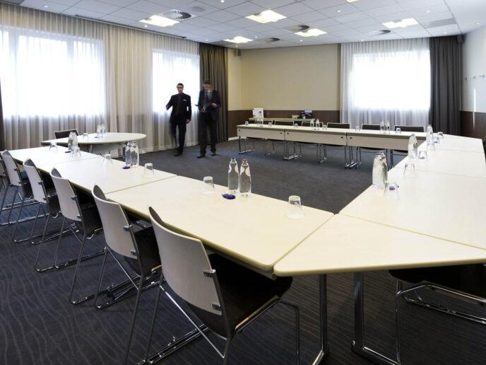novotel-meeting-room