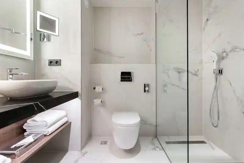 radisson collection bathroom