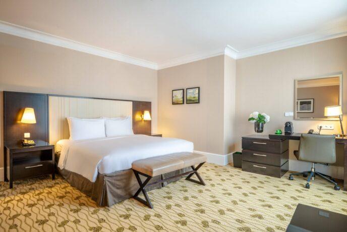 renaissance hotel suite