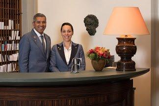 amigo hotel reception