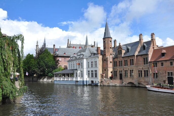 dmc-bruges-canal cruise