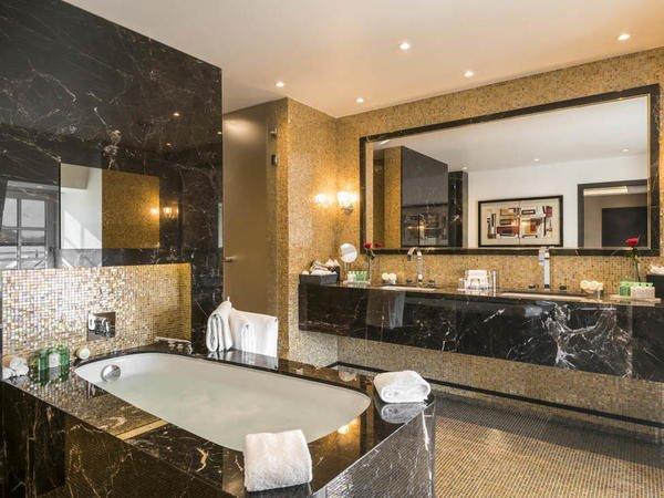 grand-place-suite-bathroom