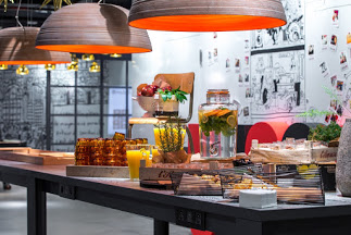 radisson red breakfats buffet