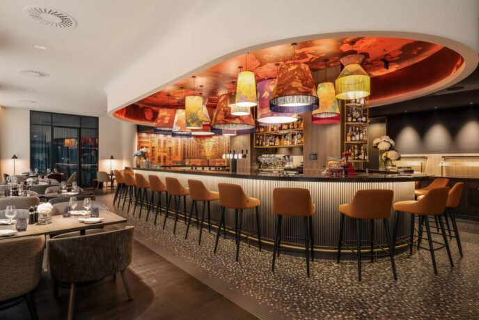 renaissance hotel-bar-restaurant